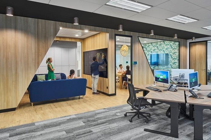 Các phòng hoạt động nhóm trong thiết kế xây dựng văn phòng Agile được thiết kế độc đáo